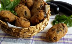 """Eggplant meatballs """"Pruppete and mulingiane"""": Veg Recipes, Italian Recipes, Eggplant Meatballs, Chicken And Chips, South Beach Diet, Brunch, Tasty, Yummy Food, Antipasto"""