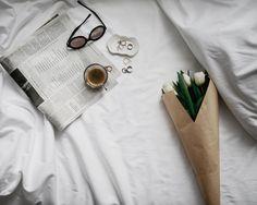 Weekend  @zhours | #photooftheday #picoftheday #fashionblog #style #vscocam #tulips #minimalist #coffee #beautiful #espresso #inspo #monochrome #flowers #aotd #flatlay