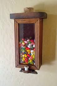 Afbeeldingsresultaat voor wooden candy dispenser Woodworking Plans, Woodworking Projects, Wood Crafts, Diy And Crafts, Diy Gumball Machine, Wood Projects, Projects To Try, Rustic Gifts, Handmade Crafts