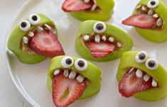 Wondering and craving for the creepy Halloween food ideas? Embrace some of the amusing and eerie Halloween food ideas and tips that are given below. Healthy Halloween Treats, Halloween Desserts, Halloween Food For Party, Halloween Fruit, Spooky Halloween, Halloween Recipe, Halloween Halloween, Google Halloween, Zombie Party