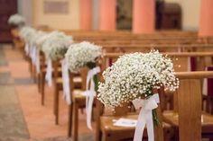 Quand on croit avoir atteint le bout de ses préparatifs de mariage on découvre toujours de nouvelles surprises ! La décoration de l'église, vous y aviez pensé ? Voilà quelques petites astuces économiques pour habiller les lieux en un rien de temps.
