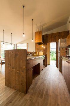 キッチンのデザイン:大きな一枚屋根の下でをご紹介。こちらでお気に入りのキッチンデザインを見つけて、自分だけの素敵な家を完成させましょう。