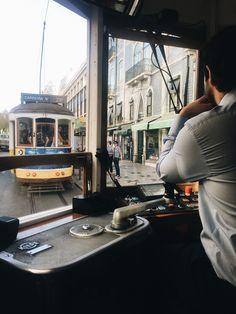 Lissabon Reisetipps #lissabon #lisboa #lisbon #reisetipps #reisen #travelgram #traveller #citrytrip #tipps #portugal #travellisbon #travellisboa #baixa #blogger #oldcity #bairroalto Street View, Travel, Lisbon, Bonn, Travel Tips, Voyage, Viajes, Traveling, Trips