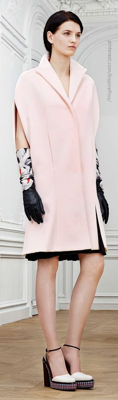 Christian Dior Pre-Fall 2014 - Runway Photos - Fashion Week - Runway, Fashion Shows and Collections - Vogue Dior Fashion, Fashion Week, Runway Fashion, Fashion Show, Fashion Trends, Review Fashion, Fashion 2014, Christian Dior, Fall Winter 2014
