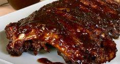 Τρυφερά, ελαφρώς πικάντικα και καπνιστά χοιρινά παϊδάκια (Spare ribs), που πέφτουν απ' το κόκαλο. Καραμελωμένα, ψημένα στο φούρνο ή στο bbq. Greek Recipes, Light Recipes, Spare Ribs, Pork Meat, Bbq Ribs, Dessert Recipes, Desserts, Meatloaf, Food And Drink