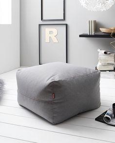Der quadratische Sitzsack TINA der Marke OMBRA ist ein schönes Accessoire für Ihr Wohnzimmer oder Ihren Meditationsraum.  Mit den Maßen von ca. 70 x 40 x 70 cm (B x H x T) ist er ideal für Yogaübungen im Sitzen geeignet und findet auch in kleinen Räumen seinen Platz. Die Sitzgelegenheit in Form eines Kissens kann mit bis zu 100 kg belastet werden. Der Bezug aus grauem Webstoff sorgt für eine angenehme Haptik. Form, Ottoman, Chair, Furniture, Home Decor, Accessories, Seating Areas, Chair Pads, Living Room