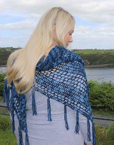 Nightfall - Free crochet pattern for triangle shawl - Annie Design Crochet Crochet Shawl Free, Crochet Stitches Patterns, Easy Crochet, Crochet Wraps, Crochet Shrugs, Crochet Cardigan, Knitting Patterns, Shawl Patterns, Crochet Flower Patterns