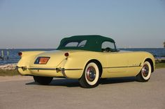 1955 Corvette in Harvest Gold. It has been estimated that just around sixty in this color were produced, and all came with the dark green top. Chevrolet Corvette, Old Corvette, Corvette Summer, Chevy, 1955 Chevrolet, Best Muscle Cars, American Muscle Cars, Corvette History, Autos