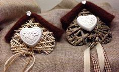 Gessando: Un amore di casette Felt House, Valentine Crafts, Holiday Crafts, Casette, Holidays And Events, Plaster, Decoupage, Dessert, Wreaths
