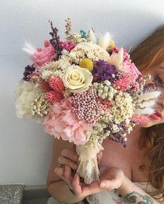 Ramo con flor seca y preservada