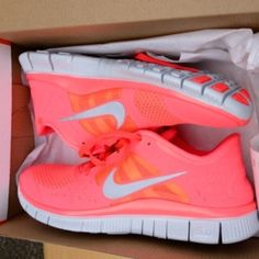 Neon tennis shoes.... YES!!