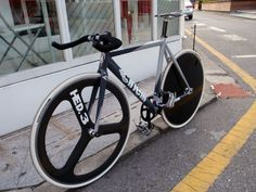 Cinelli Fixed Gear Bike, Bike Art, Bicycle Design, Road Bike, Cycling, Bike Ideas, City Life, Gundam, Gears