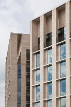Double height level ending the trabeted structure. Dundee House / Reiach and Hall Architects