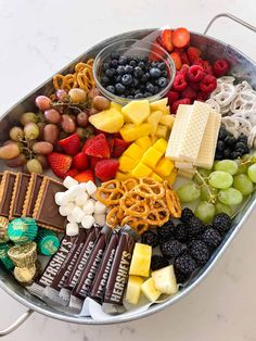 Charcuterie Display, Charcuterie Recipes, Charcuterie And Cheese Board, Cheese Boards, Desserts To Make, Dessert Recipes, Delicious Fruit, Yummy Food, Party Food Platters