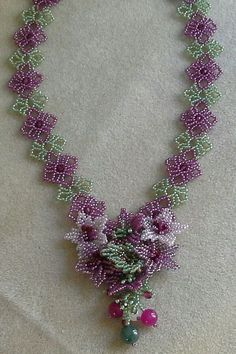 Gorgeous necklace - photo only Seed Bead Flowers, French Beaded Flowers, Bead Jewellery, Seed Bead Jewelry, Beaded Jewelry Patterns, Beading Patterns, Jewelry Crafts, Handmade Jewelry, Motifs Perler