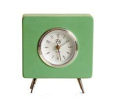 6fd9b84cadc6 Reloj cuadrado de estilo retro en color verde.