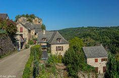 Village Rodelle en el departamento del Aveyron de Midi-Pyrénées, Francia  #instadaily #instagood #photooftheday #bestoftheday #happy #tourism #world #smile #mundo #sky #thebestphoto #visiting #amazing #mytravelgram #picoftheday #beautiful #traveling #nomad #VivimosdeViaje #France #Francia #MidiPyrenees #Occitanie #Aveyron #Rodelle