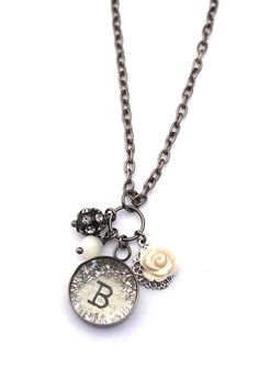 Initial Vintage Beaded Charm Necklace - 22 Letter B - Beth Quinn Designs Jewelry 127437864443555691 Metal Jewelry, Jewelry Art, Beaded Jewelry, Vintage Jewelry, Jewelry Design, Fashion Jewelry, Jewelry Ideas, Initial Pendant Necklace, Initial Jewelry