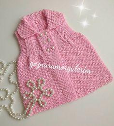Çift Pirinç Örgü Modeli ile Bebek Yeleği Yapılışı Fingerless Gloves Crochet Pattern, Crochet Socks, Crochet Poncho, Crochet Baby, Baby Knitting Patterns, Baby Patterns, Reuse Old Clothes, Double Crochet Decrease, Russian Crochet
