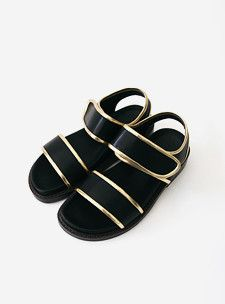 Black and Gold  http://www.sthsweet.com/products/31426 #black #chic #sandals #blingbling #cheesedal #sthsweet #homies