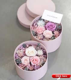 Hediye fikirleri Preserved flowers box is made of preservation and can be stored for a long time. Flower Bouquet Boxes, Diy Flower Boxes, Flower Box Gift, Diy Flowers, Flower Decorations, Paper Flowers, Rose Stabilisée, Flower Packaging, Luxury Flowers