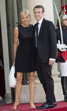 Будущий президент Франции женат на своей учительнице и нянчит её внуков / Всё самое лучшее из интернета