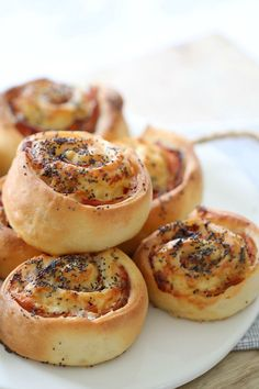 These Thermomix Ham, Cheese & Mayo Scrolls are so simple to make and taste incredible. They make the perfect lunchbox filler and are also freezable. Lunch Box Recipes, Ham Recipes, Baking Recipes, Lunchbox Ideas, Baking Ideas, Yummy Recipes, Cookie Recipes, Breakfast Recipes, Savoury Baking