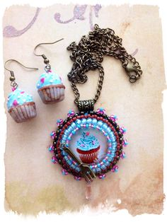 Very cute bright blue cupcake Pendant and Earrings on Etsy, € 25,00