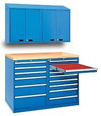 Use estos gabinetes versátiles superiores para organizar archivadores, manuales de referencia, materiales y cualquier cosa que no quiera tener sobre la superficie de trabajo.