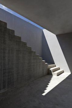 Concrete stairs - villa in Basilicata Italy by Osa architettura