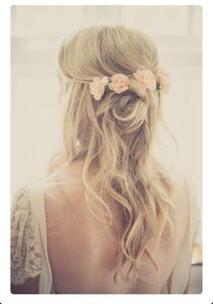 Fresh flowers in hair for bridesmaids