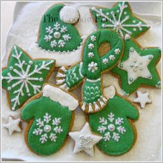 Winter Woollies | Cookie Connection Gingerbread Cookies by Robin Traversy {The Cookie Faerie}.