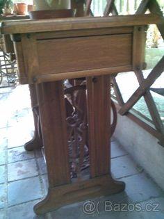Starý šicí stroj - 1