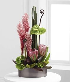 Amazing Examples of Ikebana. Contemporary Flower Arrangements, Tropical Floral Arrangements, White Flower Arrangements, Flower Arrangement Designs, Tropical Flowers, Exotic Flowers, Flower Centerpieces, Silk Flowers, Flower Decorations