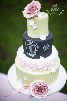 wedding cake with vintage element; photo: Michael Habraken Photography