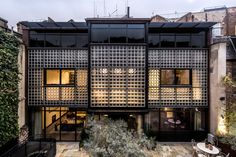 Eglon House: dramatic glass-walled modernist home 'hidden' in a London mews and inspired by a cult Paris house is listed for sale for million Unusual Buildings, London Property, Rural Retreats, Unusual Homes, Brutalist, Detached House, Decoration, Modern Architecture, House Design