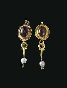 A PAIR OF ROMAN GOLD EARRINGS  CIRCA 1ST CENTURY A.D.