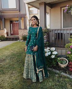 39 Ideas bridal wear indian sabyasachi wedding ideas for 2019 Punjabi Fashion, Indian Fashion Dresses, Dress Indian Style, Indian Gowns, Indian Designer Outfits, Indian Attire, Indian Inspired Fashion, Designer Punjabi Suits, Pakistani Dress Design