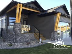 Follow the link back to a great photo gallery of manufactured stone veneer from Kodiak Mountain Stone |   www.KodiakMountain.com  Gallery | Kodiak Mountain Stone