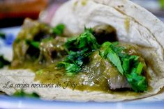 Bay-Scented Beef Tongue with Green Sauce (serve on lettuce leaves) Tomatillo Sauce, Zesty Sauce, Mexican Food Recipes, Beef Recipes, Cooking Recipes, Ethnic Recipes, Mexican Meals, Traditional Food, Beef Tongue