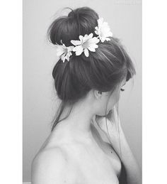 What a lovely idea for us girls with long hair! It's hair to wear long hair down in the summer heat without sweating or it going frizzy! This elegant bun surrounded by cute daisies is the perfect solution to that problem! Will definitely be giving it a go!