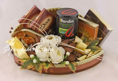 Gallery.ru / Фото #104 - Оформляшки - ElenaFranskevich Mother's Day Gift Baskets, Birthday Gift Baskets, Gift Hampers, Birthday Gifts, Diy Gifts, Best Gifts, Alcohol Gifts, Chocolate Bouquet, Candy Bouquet
