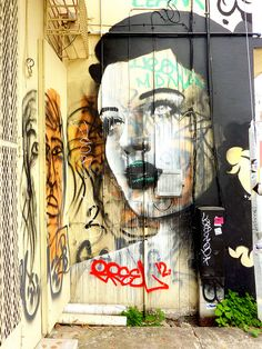 Plateia.co #ValoralaDiversidad #CreatividadsinLimites #PlateiaColombia #artecallejero #streetart Nostalgic Girl
