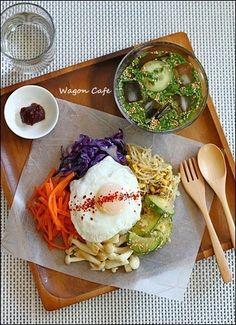 ワンプレートランチ☆ ビビンパ&オイネングッ Sushi Recipes, Meat, Chicken, Breakfast, Food Ideas, Japanese, Foods, Party, Morning Coffee