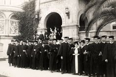 1915 - Students line up in front of the Liberal Arts College. (USC Digital Libraries)