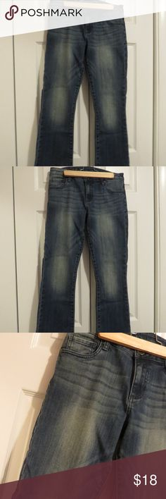 """Kut from the Kloth Reese Crop Flare Sz 6 Med Wash KUT from the Kloth women's Reese Crop Flare jeans. Medium blue wash with some distressing. Size 6. 99% cotton, 1% spandex. Waist approx. 15"""", rise 9"""", 7"""" at bottom of leg, inseam 26.5"""". Kut from the Kloth Jeans Ankle & Cropped"""
