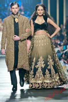 LOVE the lehenga! – Desi clothes – LOVE the lehenga! – Desi clothes – Get more photo about subject related with by looking at photos gallery at the bottom of this page. Pakistani Wedding Dresses, Indian Wedding Outfits, Indian Outfits, Bridal Dresses, Wedding Lenghas, Pakistan Fashion Week, India Fashion, Pakistan Bridal, Indian Bride And Groom