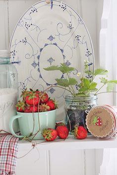VIBEKE DESIGN - my mum's dish set pattern in blue and white