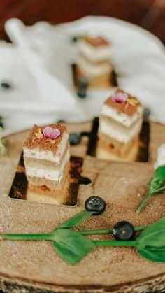 Postre de Tiramisú. La mezcla perfecta de sabores. Feta, Dairy, Cheese, Ideas, Food Cakes, Candy, Thoughts