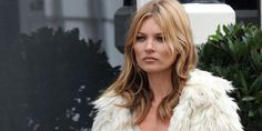 Katherine Ann Moss or Kate Moss is a well-known supermodel and enterprise lady from England. Moss Fashion, Fashion Photo, Fashion Tips, Women's Fashion, Celebrity Dresses, Celebrity Style, Kate Moss Hair, Kate Moss Style, Online Dress Shopping